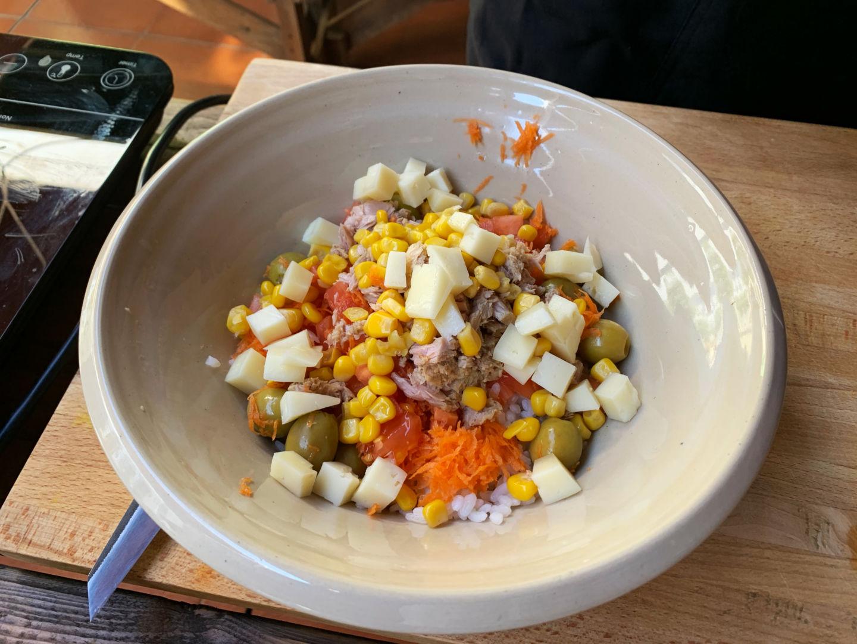 servimos la ensalada de arroz