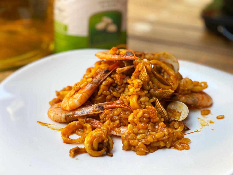 plato de paella con marisco fácil