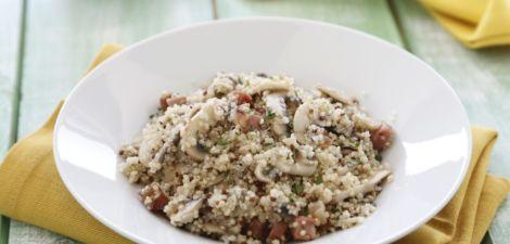 Quinoa con champiñones, ajo y jamón