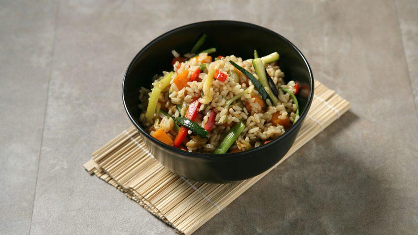 Salteado de arroz integral con verduras brillante te lo - Salteado de arroz ...
