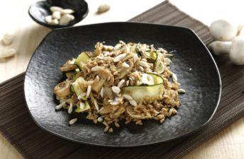 Arroz integral con soja salteado con champiñón y calabacín