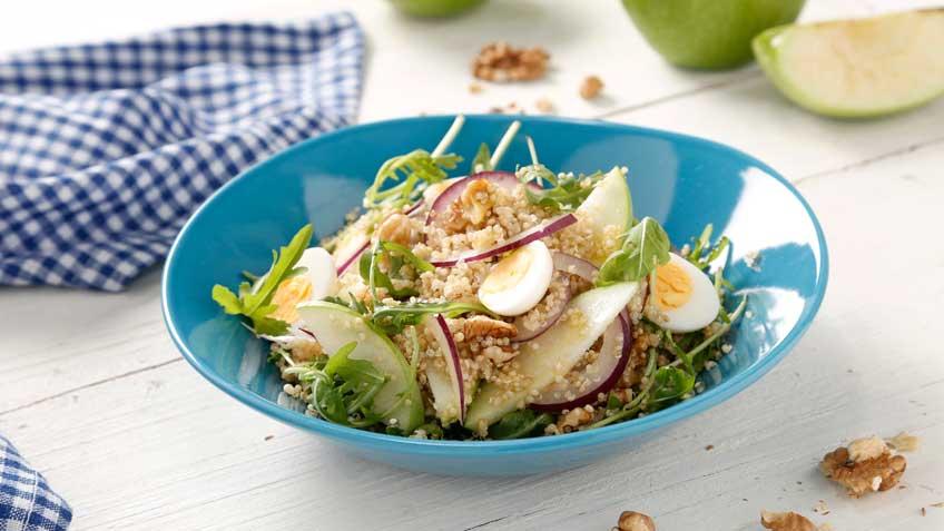Ensalada de quinoa integral con manzana