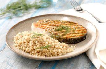 Salmón a la plancha con quinoa integral