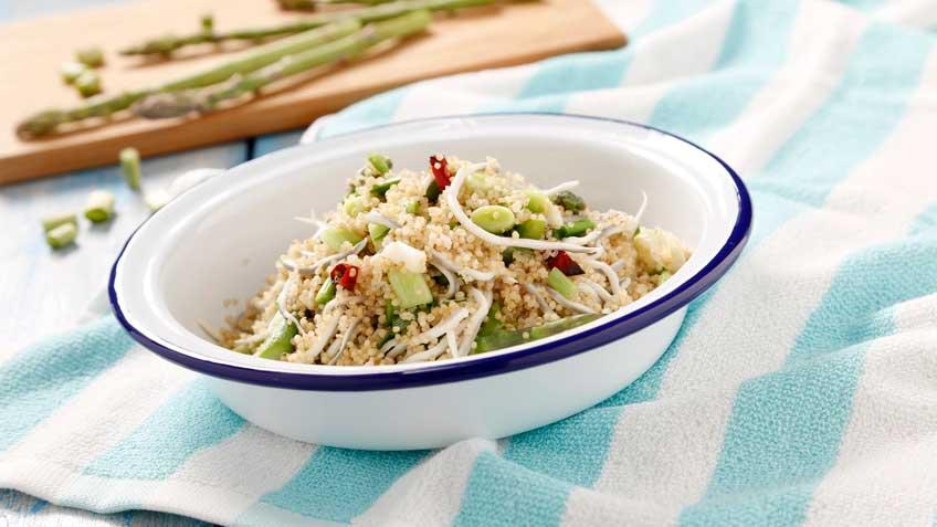 Salteado de quinoa integral con gulas