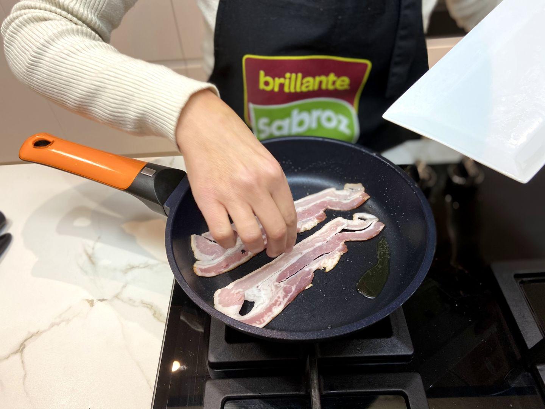 se pone a la plancha las lonchas de bacon