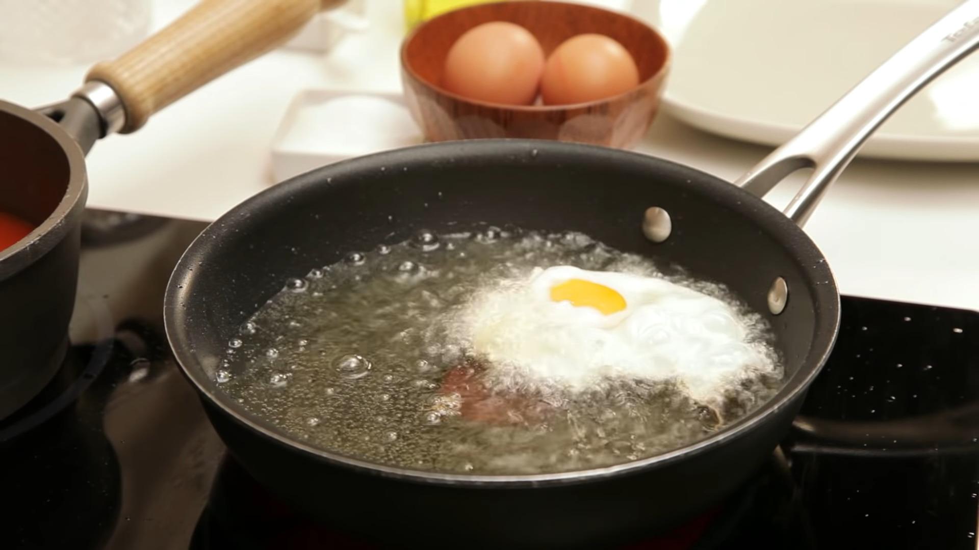friendo un huevo