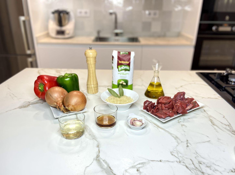 ingredientes para Arroz con carne de toro, guiso al estilo andaluz