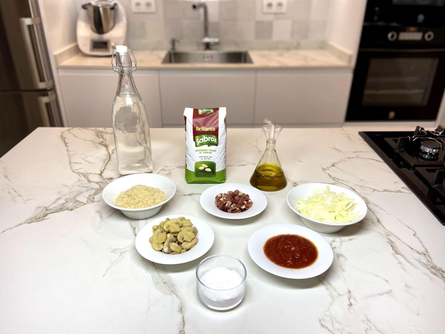 ingredientes para Arroz con champiñones y jamón serrano