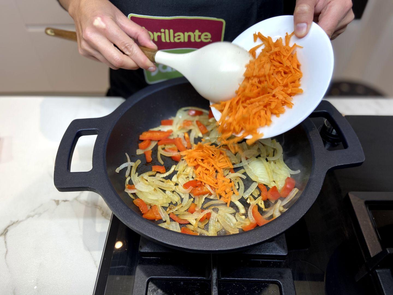 agregar la zanahoria rallada