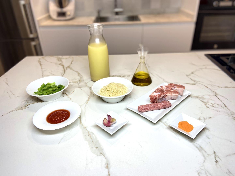 ingredientes para arroz con costilla y salchichas