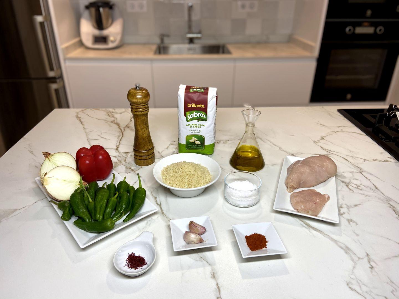 Ingredientes para arroz con pimientos de Padrón y pollo