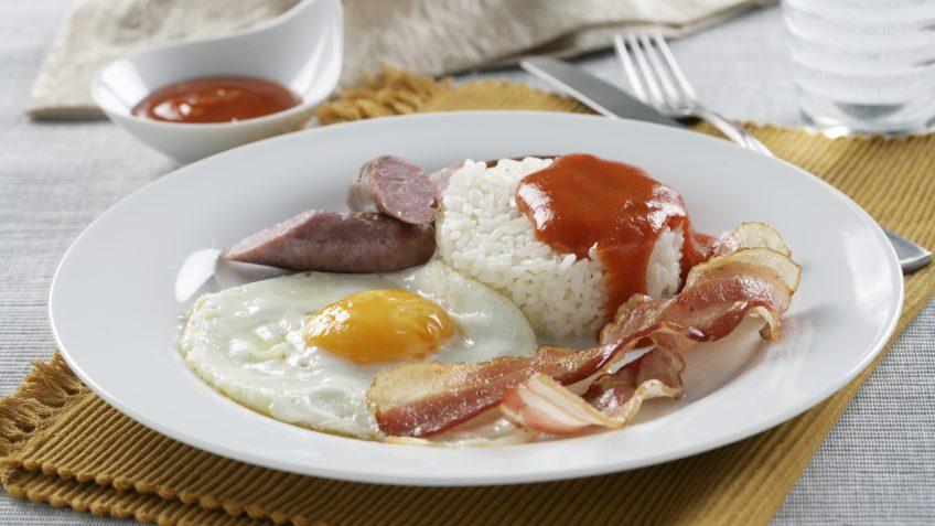 Arroz a la Cubana con Salchichas – Recetas Brillante Sabroz