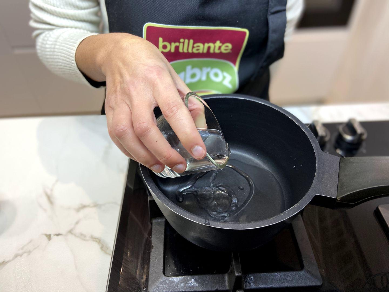 ponemos a hervir el vinagre de arroz