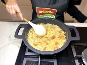 mezclamos el chorizo con el risotto