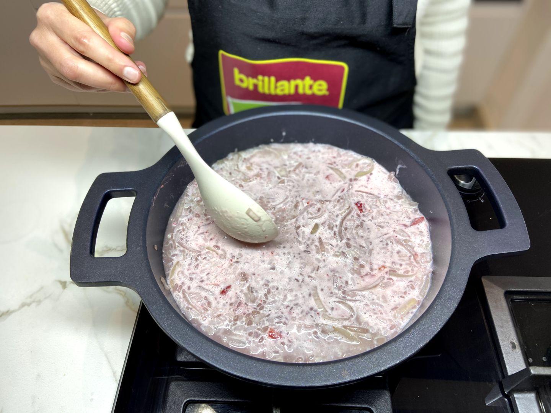 dejamos reposar el risotto de fresas