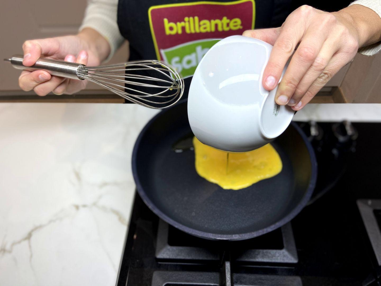 echamos el huevo batido a la sartén