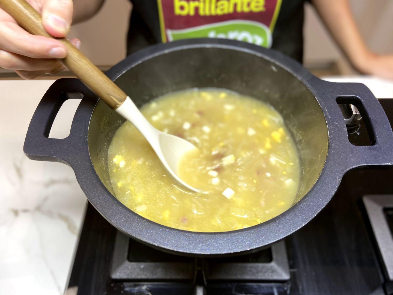 cociendo sopa de arroz