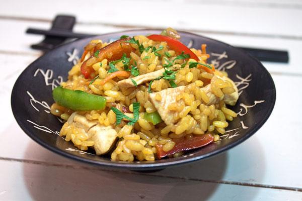 arroz-con-pollo-al-estilo-chino-con-brotes-de-soja