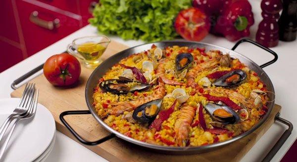 paella-de-marisco-con-mejillones-y-gambas