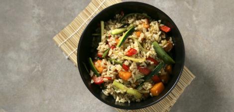 Salteado de arroz integral con verduras