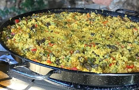 Paella de carne y verduras para 60 personas