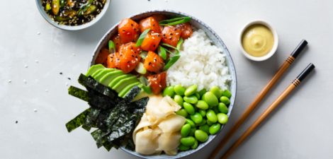 Cuenco-arroz-japones-salmon-jengibre-poke-bowl