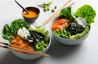 Poke-arroz-picante-salmon-crudo