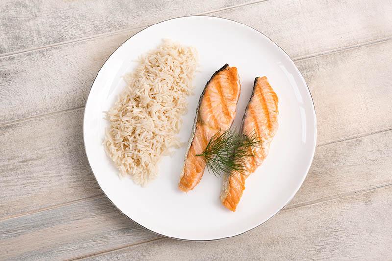 Salmón a la plancha con arroz basmati