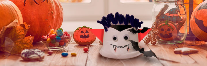 manualidad de vampiro hecho con vasitos de Brillante