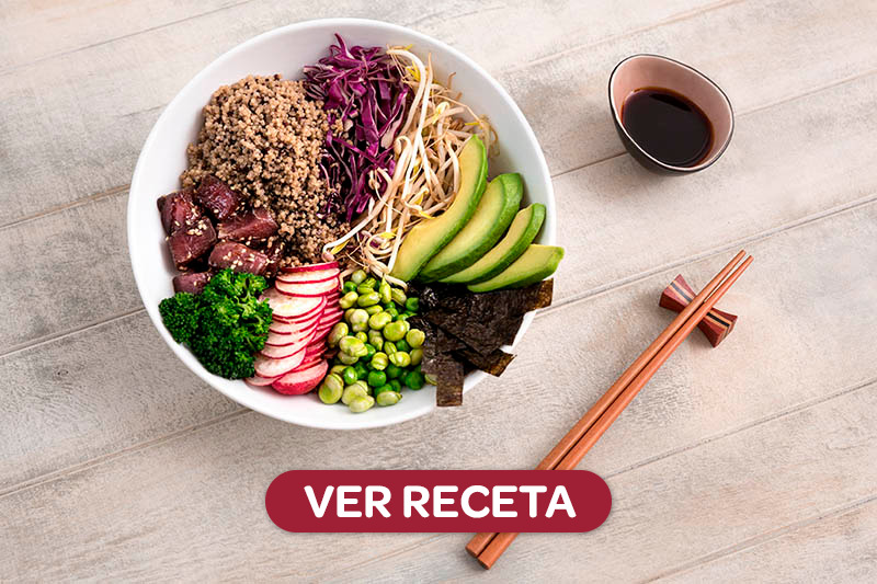 poke-de-quinoa-con-aguacate-edamame-atún-fresco-cebolla-y-salsa-de-soja