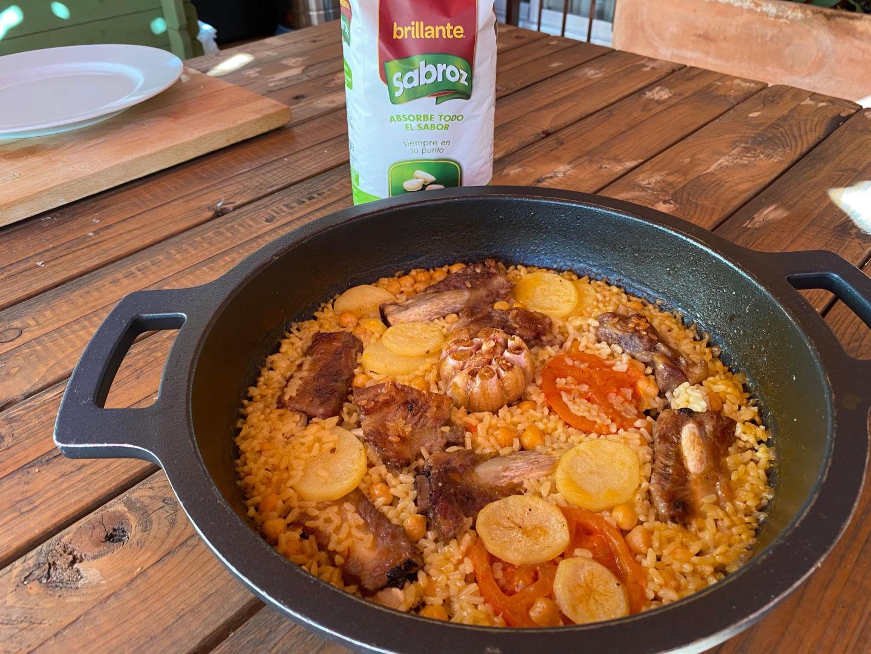 Añadimos los garbanzos cocidos, una patata en rodajas y el arroz Sabroz redondo