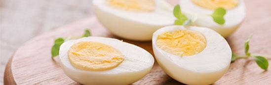 Huevo cocido y pelado