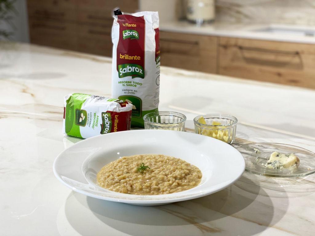Plato de Risotto de queso con arroz Brillante Sabroz