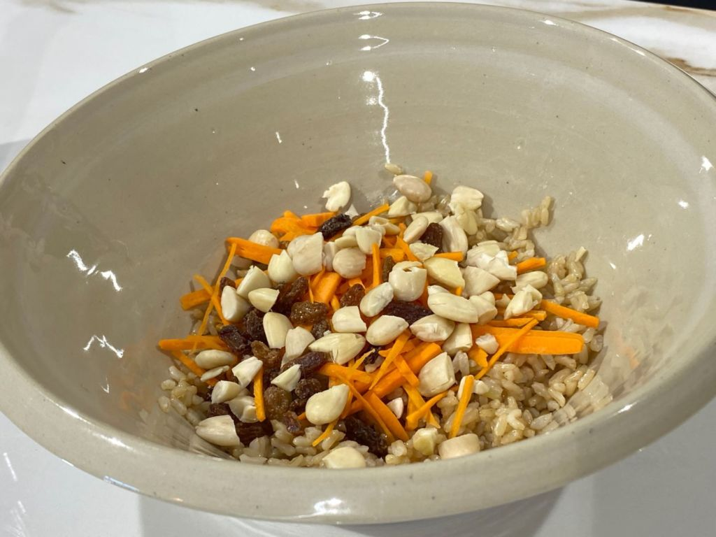Zanahoria, pasas y almendras con arroz