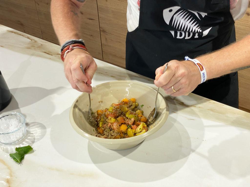 Ensalada de quinoa con melocotón y albaricoque