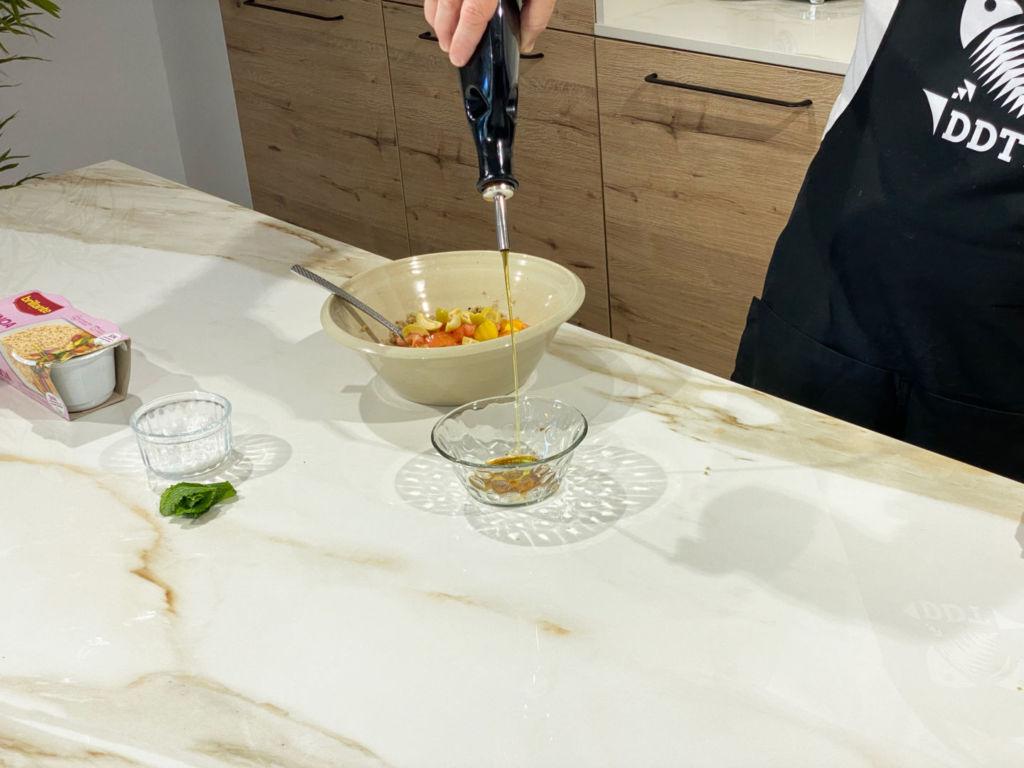 Vinagreta con sal, vinagre y aceite de oliva virgen extra.