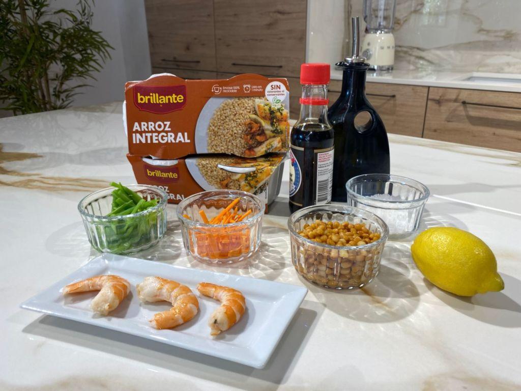 Ingredientes para hacer ensalada de arroz integral con lentejas y gambas